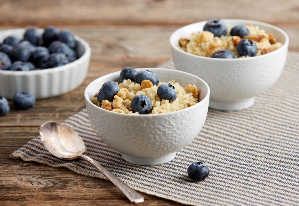 Blueberry granola breakfast