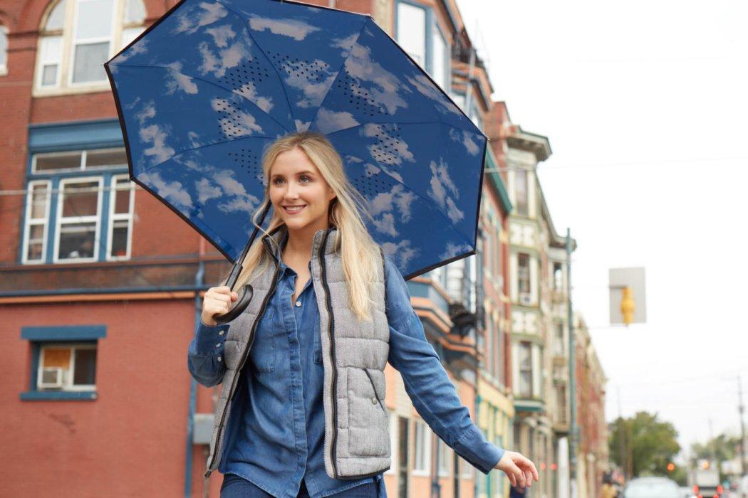Totes - Inbrella ecommerce image umbrella alternate underside lifestyle outdoors - lifestyle photography