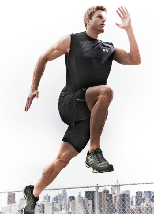 A runner in Brooklyn running in athletic apparel