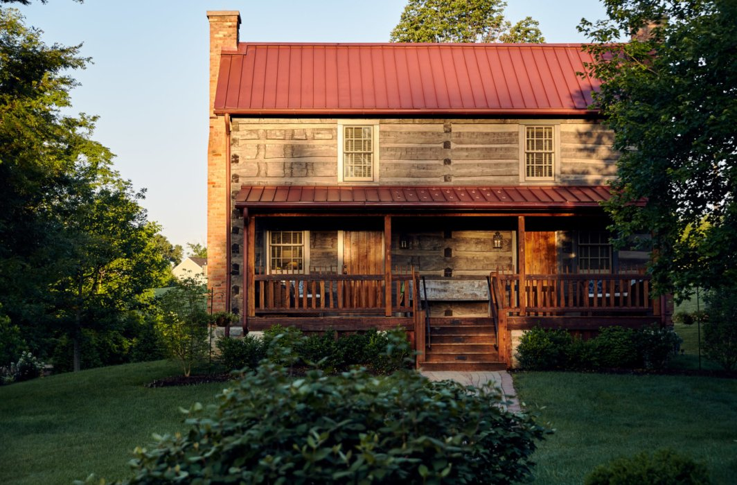 The exterior of a old log cabin inn