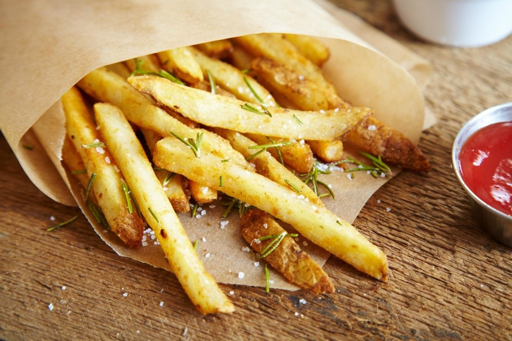 Seasoned crispy fries with ketchup