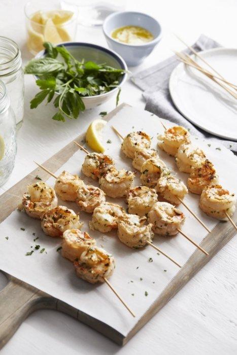 Grilled shrimp with lemon on skewers