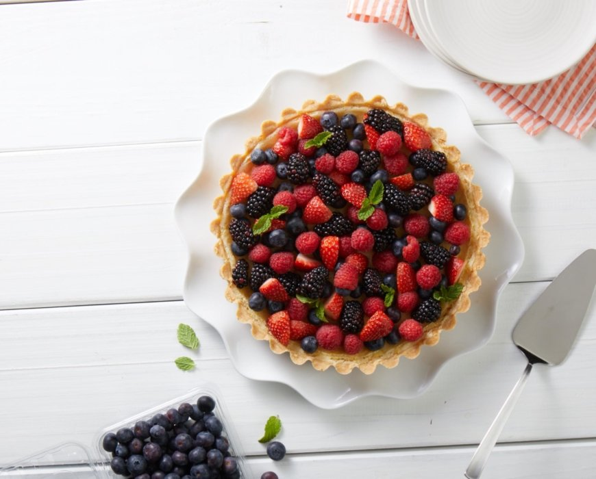 Baked Fruit Tart with Berries
