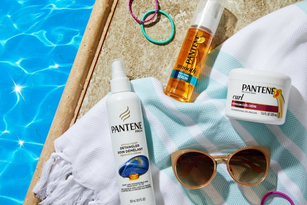 Patentee bathing products by a pool