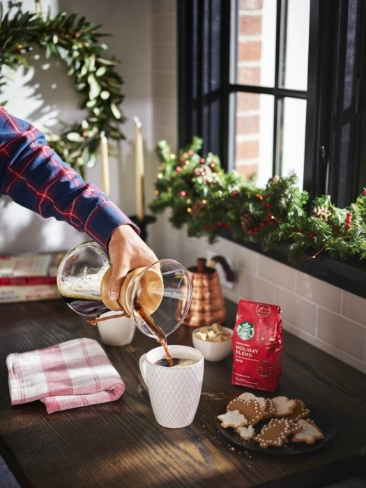 Drink Photography - A woman pouring a Chemex of starbucks coffee