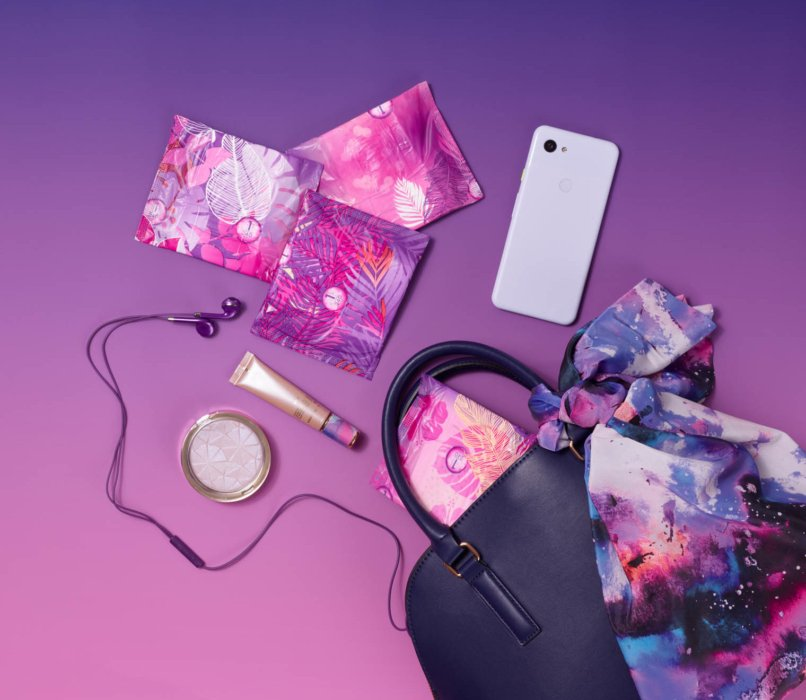Tampon packs apart of purse - product photography