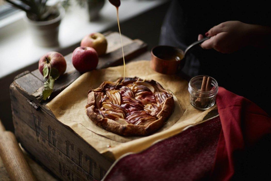 A apple tart being made