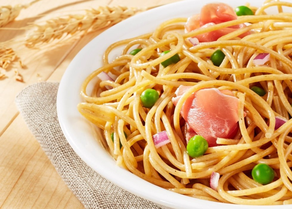 golden fresh noodle with green peans and onion up close