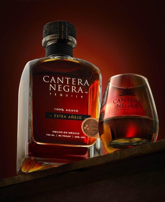 canetera negra tequila liquid glasses extra anejo Mexico