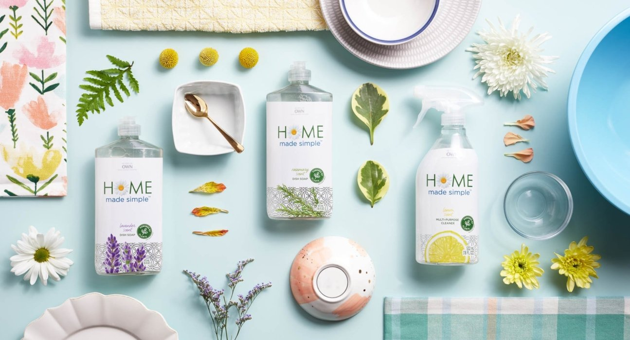 Home made simple cleaning products with types of objects they can clean