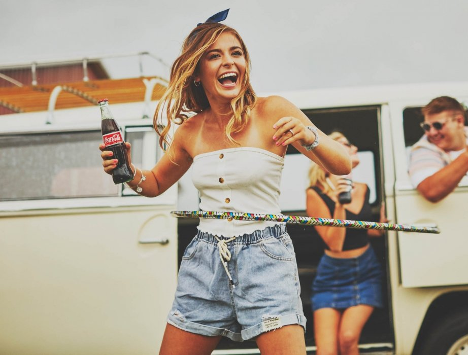 Girl with hula hoop and coca cola - lifestyle photography