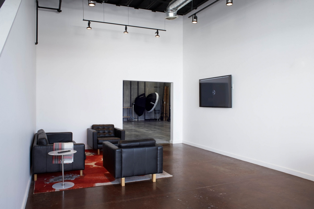Client lounge in OMS Photo's Golden Colorado photo studio