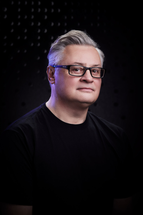 Portrait of a man with glasses on a modern dark background - portrait photography