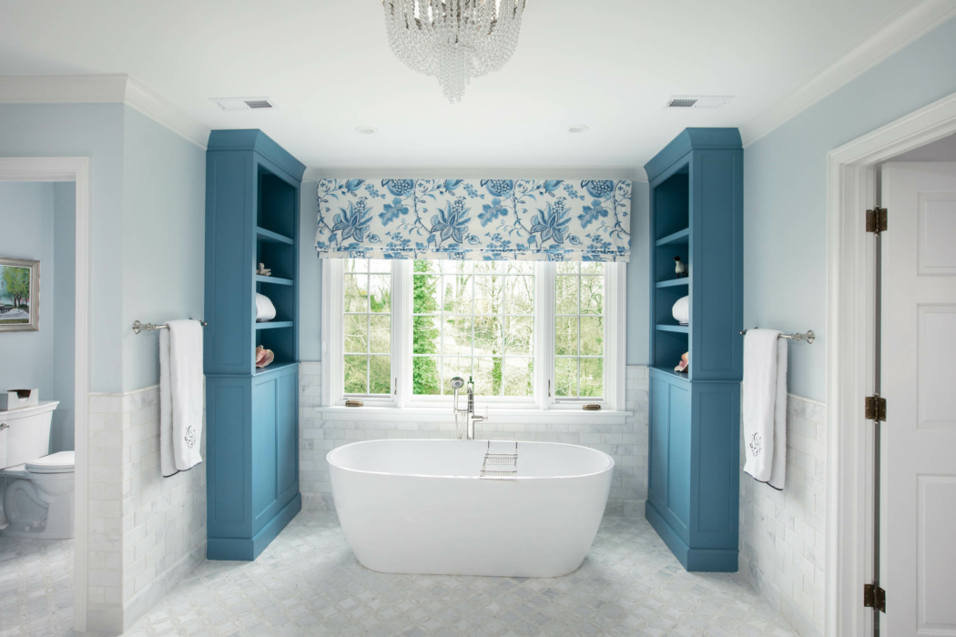 Architecture Interior photography - bathroom tasteful modern floating tub