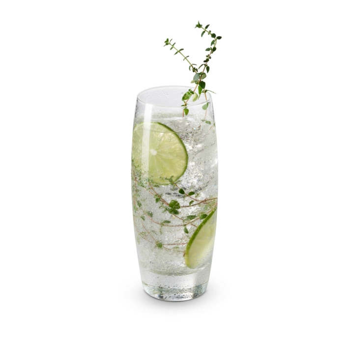 cocktail photography fGin and Tonic white background 1