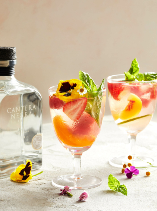 Cocktail photography, Cantera Negradrink styling strawberries, pansies